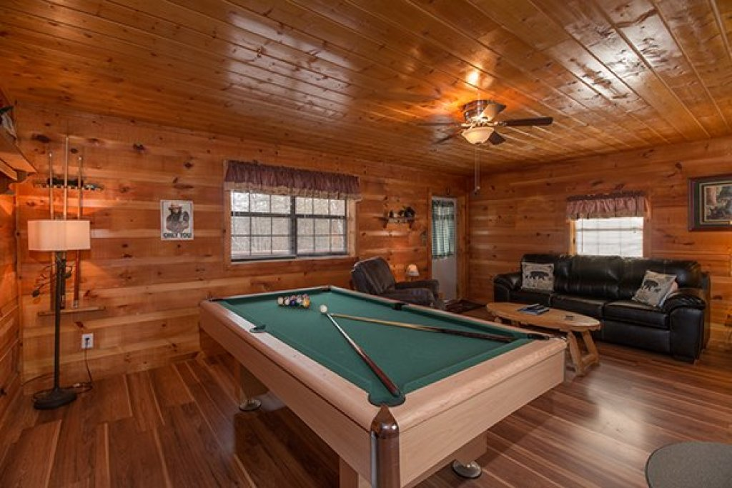 Photo of a Pigeon Forge Cabin named Beary Good Time - This is the sixth photo in the set.