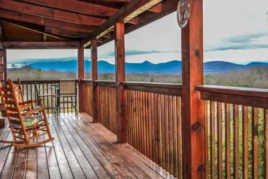 2 Bedroom, 2 Bath Cabin With A Wood Burning Fireplace And Incredible Views.