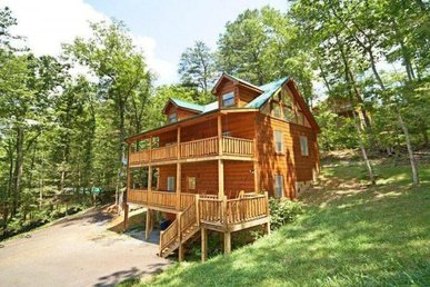 1 Bedroom, 1 Bath Semi-secluded Cabin For 4 With A Hot Tub In A Resort Setting.