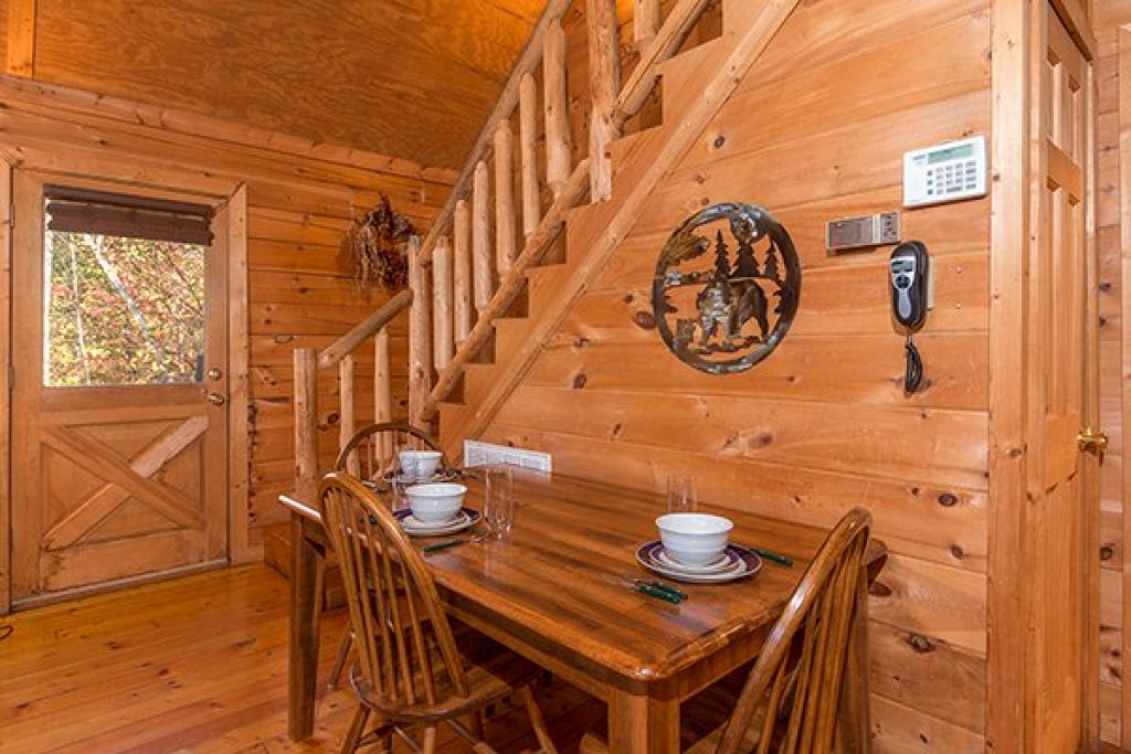 Photo of a Gatlinburg Cabin named Lincoln Logs - This is the fourth photo in the set.