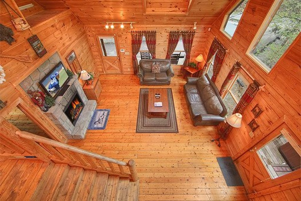 Photo of a Gatlinburg Cabin named Trapper's Trace - This is the fifth photo in the set.