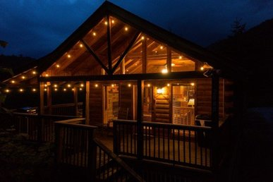 1 Bedroom, 1.5 Bath, Semisecluded Cabin With Mountain Views, Perfect For Couples