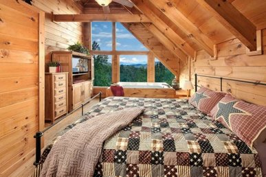2 Bedroom Cabin With Panoramic Mountain Views From The Master Bedroom Jacuzzi.
