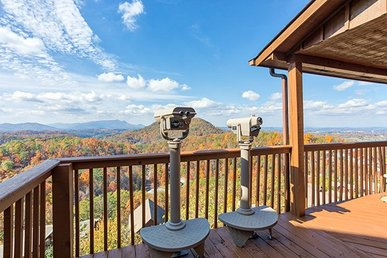 4 King Bedrooms, 4.5 Bath Luxury Cabin For 10 With A View & Close To Dollywood.