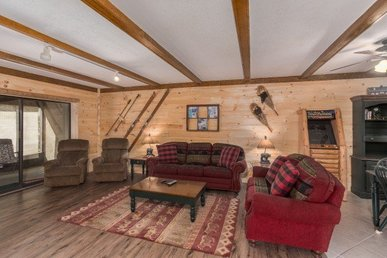 3 Bedroom, 2 Bath Deluxe Cabin For 8 Close To Ober Gatlinburg Ski Area.