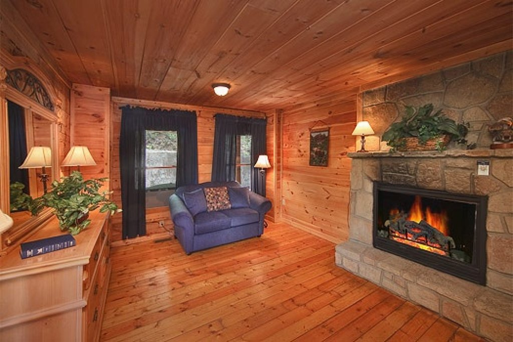 Photo of a Gatlinburg Cabin named Trapper's Trace - This is the eighth photo in the set.