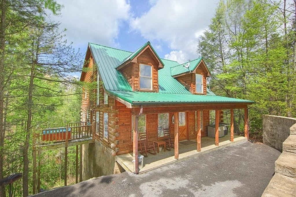 Photo of a Gatlinburg Cabin named Trapper's Trace - This is the first photo in the set.