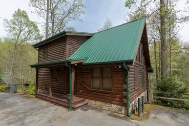 A Deluxe Gatlinburg Cabin With 3 Bedrooms, 3 Baths, And Sleeping Space For 10.
