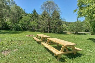 2 Bedroom, 2 Bath Cabin With A Hot Tub And Lots Of Games For Family Fun.
