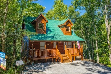 2 Bedroom, 2 Bath Deluxe Cabin For 8 In A Resort - A Perfect Family Getaway.