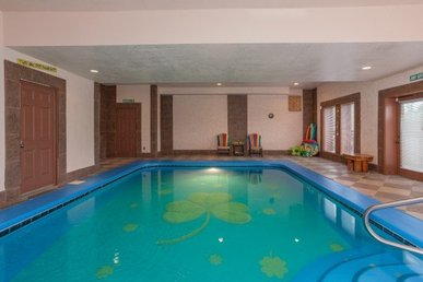 4 Bedroom, 3.5 Bath Luxury Plus Cabin With An Indoor Pool And Amazing Hot Tub.