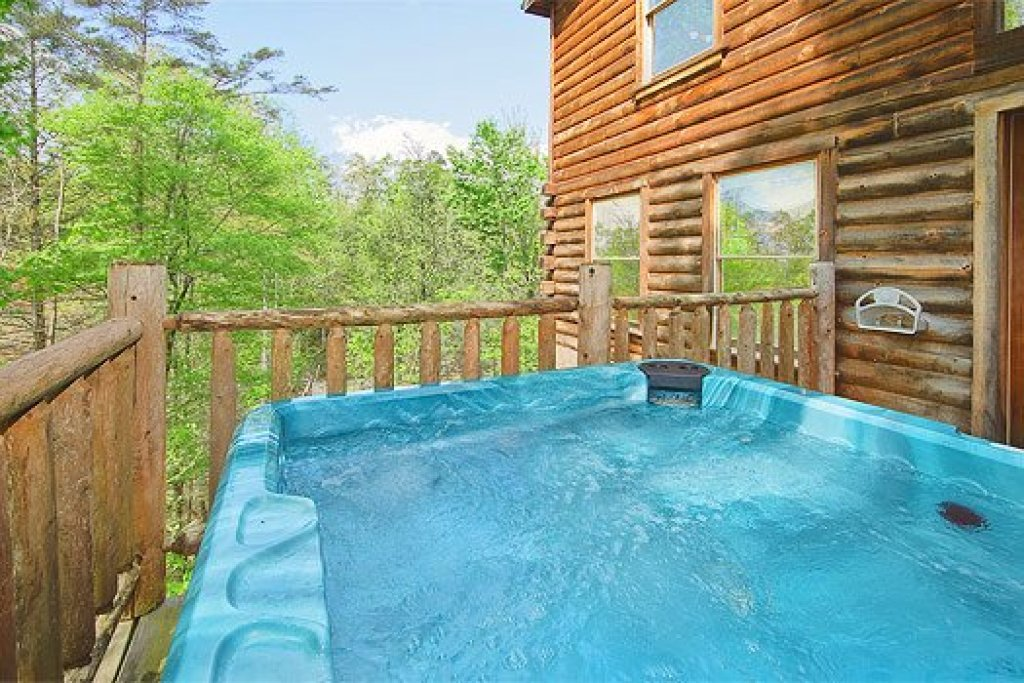 Photo of a Gatlinburg Cabin named Trapper's Trace - This is the fourth photo in the set.