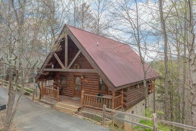 Romantic, Pet-friendly 1 Bedroom Chalet With A Hot Tub And A Grill.