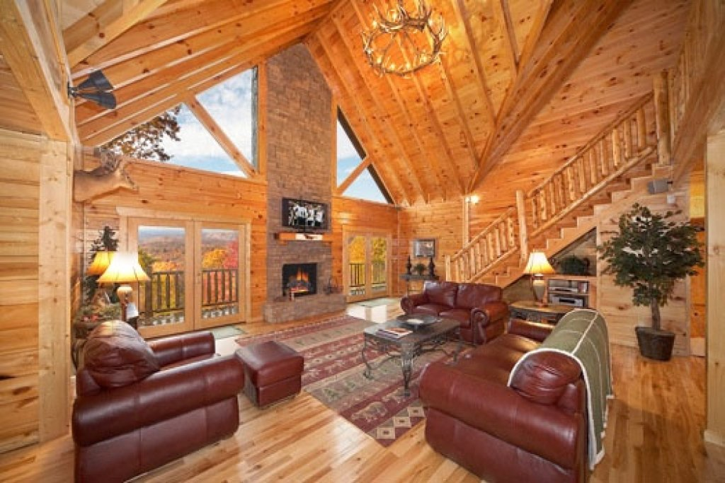 Photo of a Gatlinburg Cabin named Big Sky Lodge - This is the fourth photo in the set.