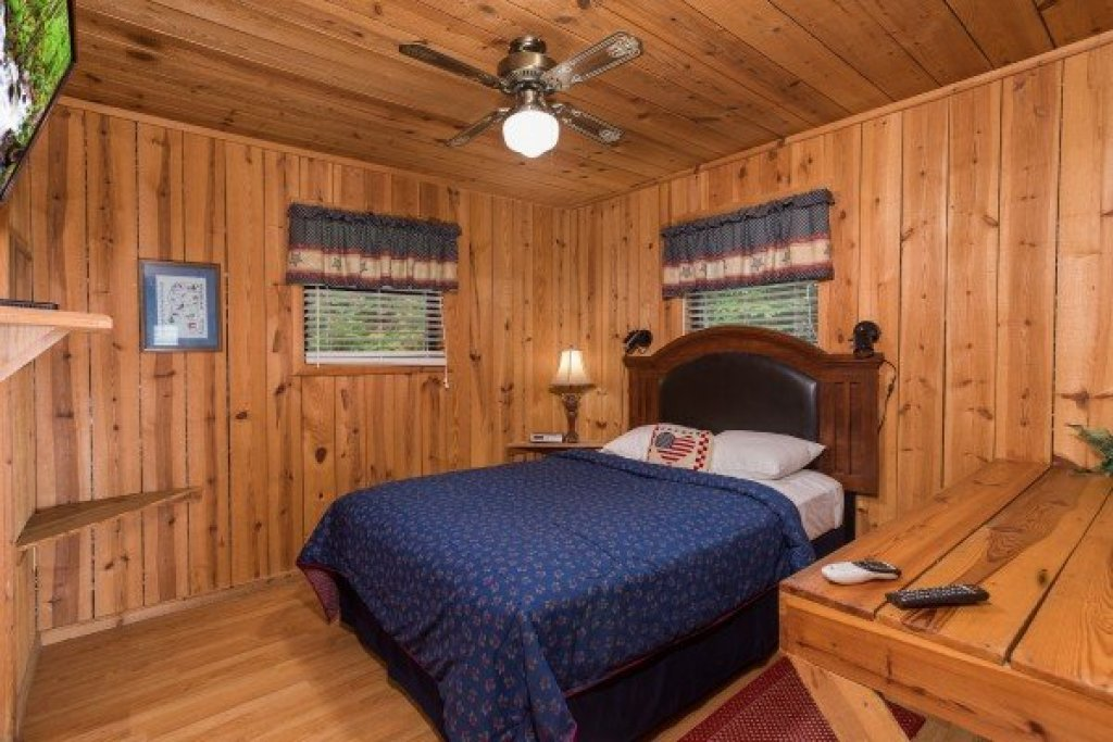 Photo of a Pigeon Forge Cabin named America's View - This is the fourteenth photo in the set.