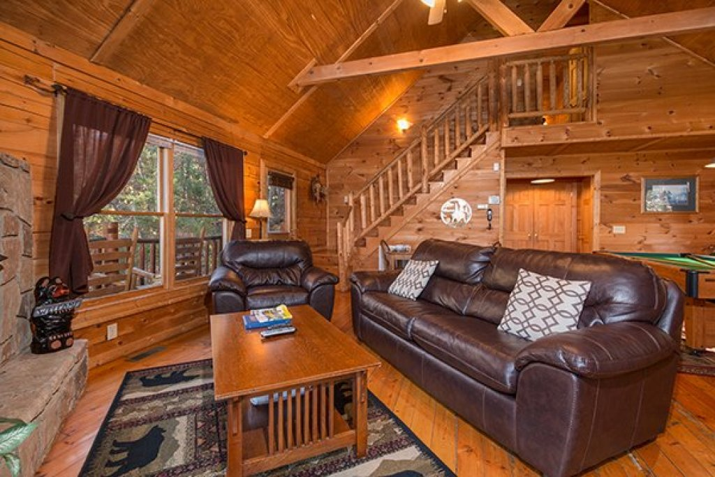 Photo of a Gatlinburg Cabin named Lincoln Logs - This is the third photo in the set.