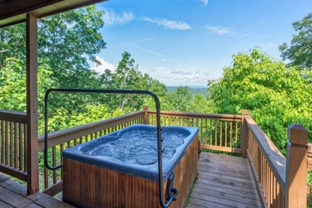 Photo of a Pigeon Forge Cabin named America's View - This is the seventeenth photo in the set.