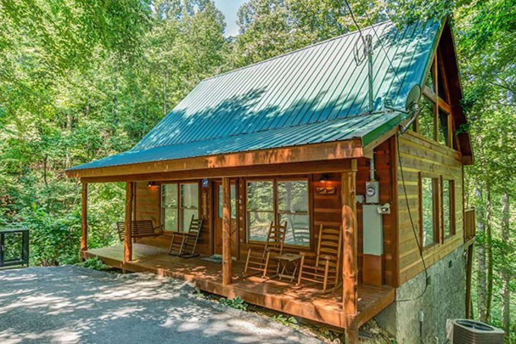 Photo of a Gatlinburg Cabin named Denim Blues - This is the second photo in the set.