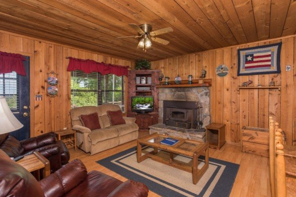 Photo of a Pigeon Forge Cabin named America's View - This is the sixth photo in the set.