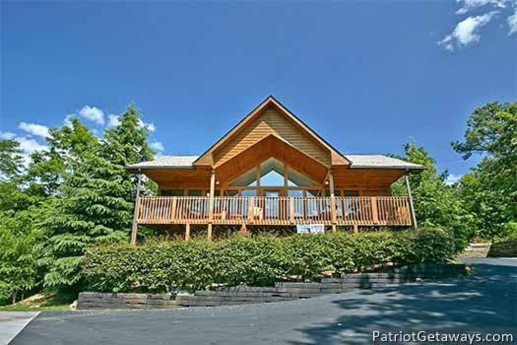 Photo of a Pigeon Forge Cabin named Ridge View - This is the first photo in the set.