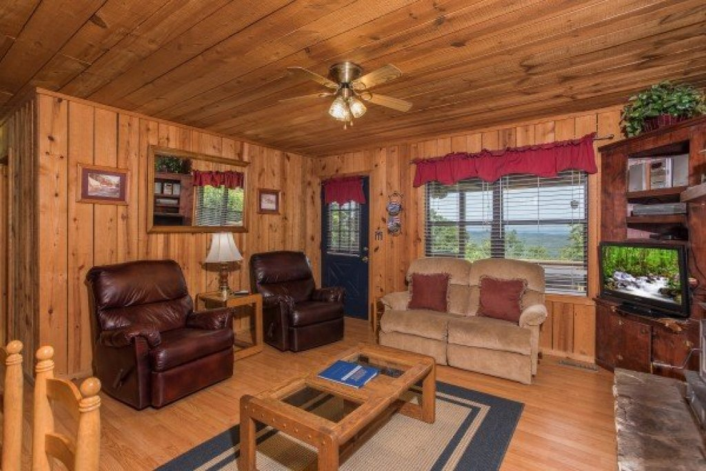 Photo of a Pigeon Forge Cabin named America's View - This is the seventh photo in the set.