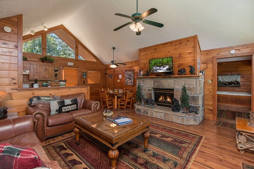 Photo of a Pigeon Forge Cabin named Ridge View - This is the second photo in the set.