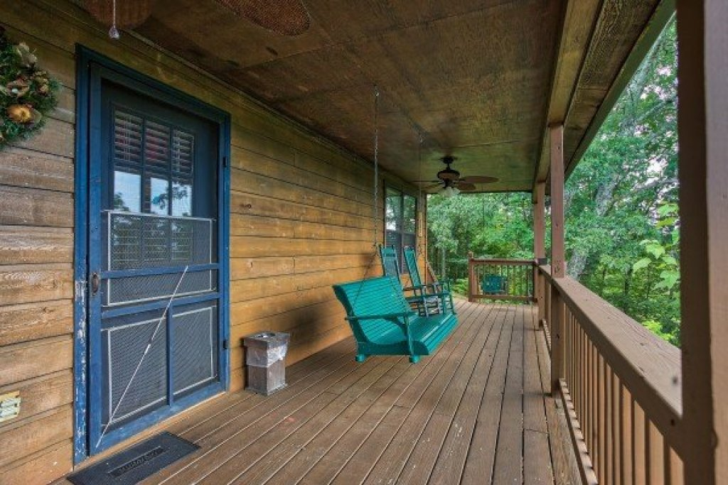 Photo of a Pigeon Forge Cabin named America's View - This is the fifth photo in the set.