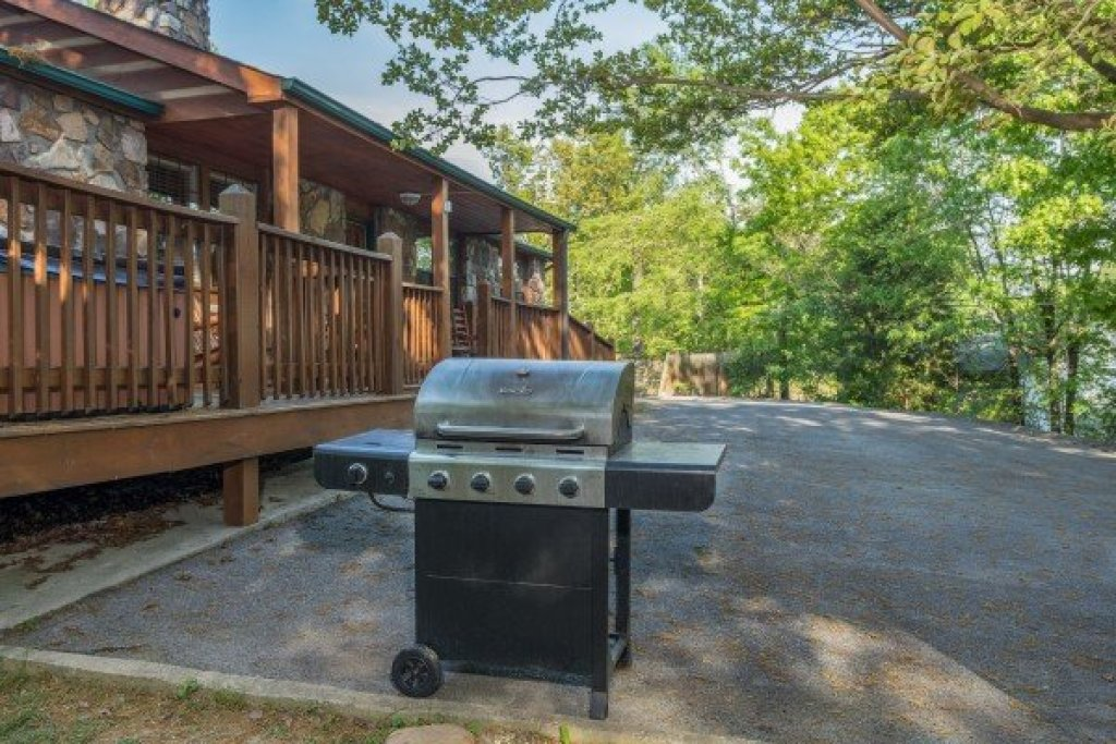 Photo of a Pigeon Forge Cabin named Patriot Pointe - This is the twelfth photo in the set.