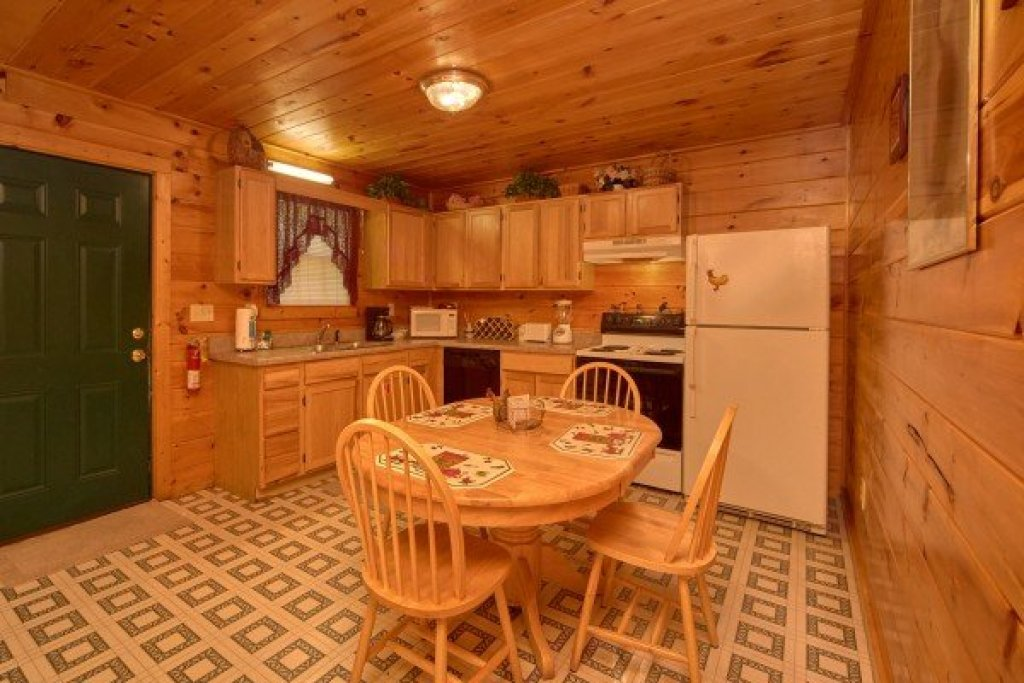 Photo of a Pigeon Forge Cabin named Dream Catcher - This is the fourth photo in the set.