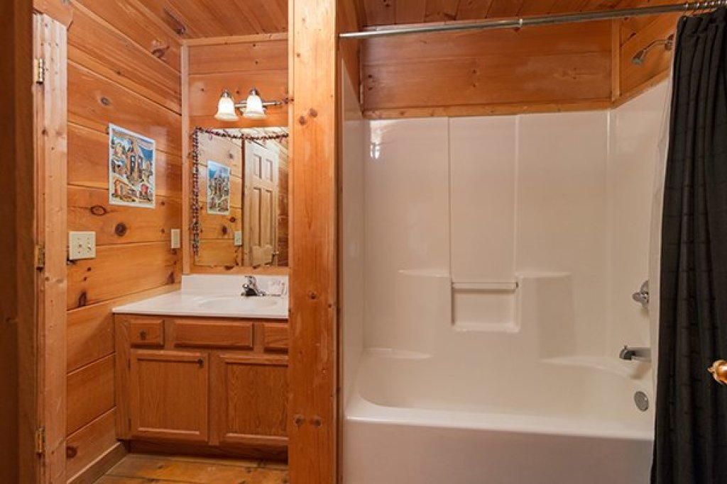 Photo of a Gatlinburg Cabin named Lumber Jack Lodge - This is the eighth photo in the set.