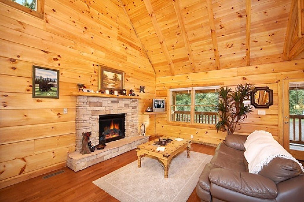 Photo of a Sevierville Cabin named Smoky Bears Creek - This is the fifth photo in the set.