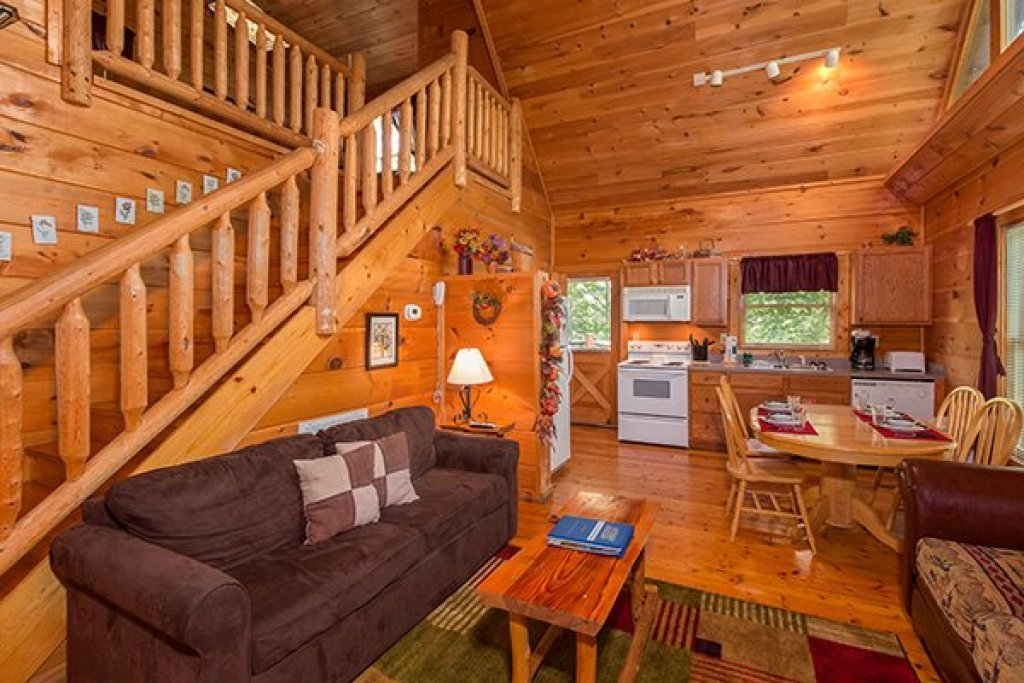 Photo of a Gatlinburg Cabin named Fallin' In Love - This is the third photo in the set.