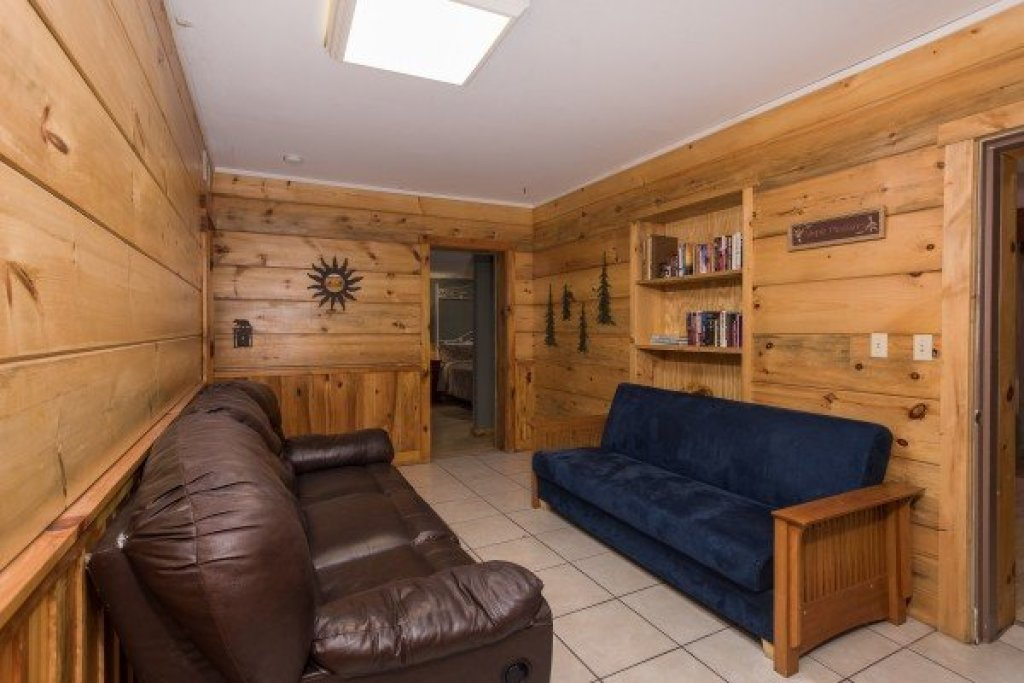 Photo of a Sevierville Cabin named Breezy Mountain Lodge - This is the fourteenth photo in the set.