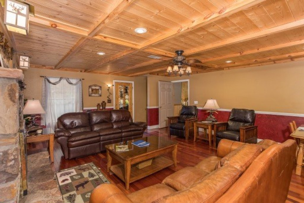 Photo of a Sevierville Cabin named Breezy Mountain Lodge - This is the third photo in the set.