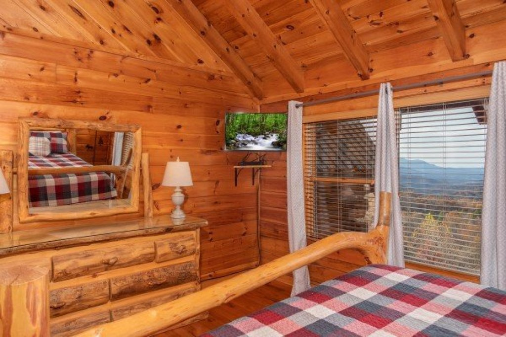 Photo of a Gatlinburg Cabin named The Original American Dream - This is the twenty-second photo in the set.