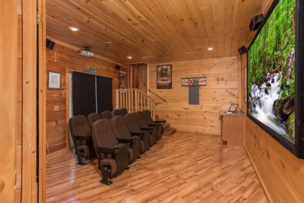 Photo of a Pigeon Forge Cabin named Patriot Pointe - This is the fifteenth photo in the set.