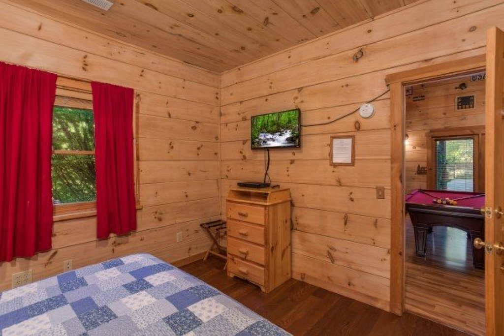 Photo of a Pigeon Forge Cabin named Patriot Pointe - This is the twenty-second photo in the set.