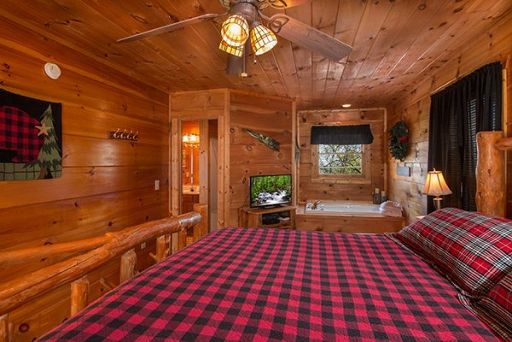 Photo of a Gatlinburg Cabin named Lumber Jack Lodge - This is the seventh photo in the set.