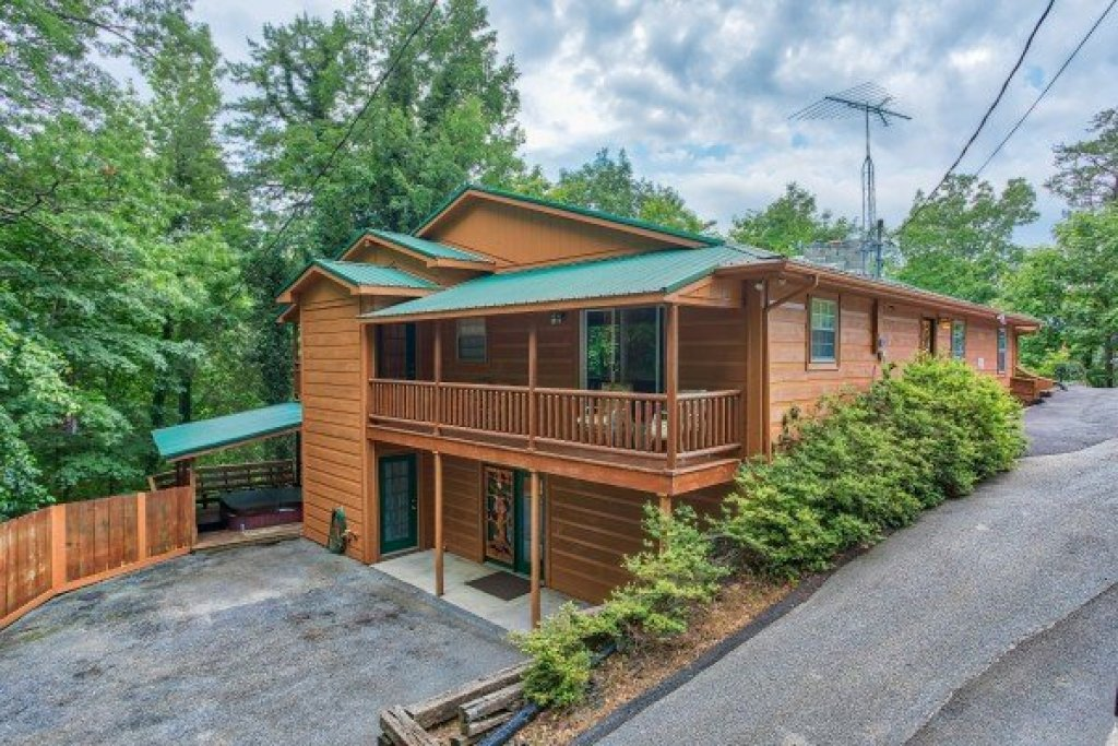 Photo of a Sevierville Cabin named Breezy Mountain Lodge - This is the first photo in the set.