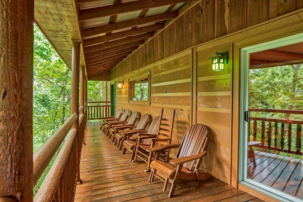 Photo of a Sevierville Cabin named Breezy Mountain Lodge - This is the twentieth photo in the set.