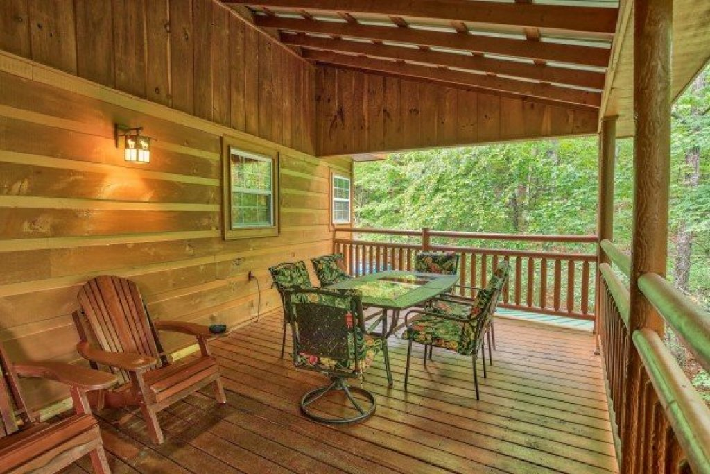 Photo of a Sevierville Cabin named Breezy Mountain Lodge - This is the seventh photo in the set.