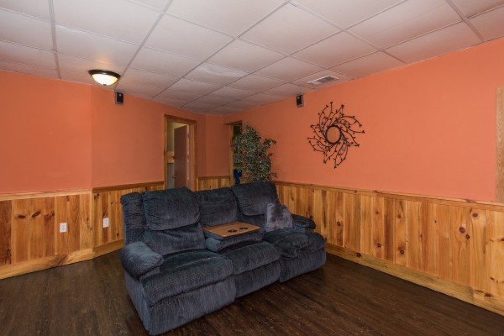 Photo of a Sevierville Cabin named Breezy Mountain Lodge - This is the sixteenth photo in the set.