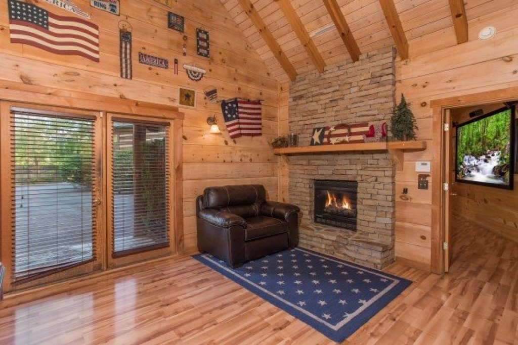 Photo of a Pigeon Forge Cabin named Patriot Pointe - This is the twenty-fifth photo in the set.