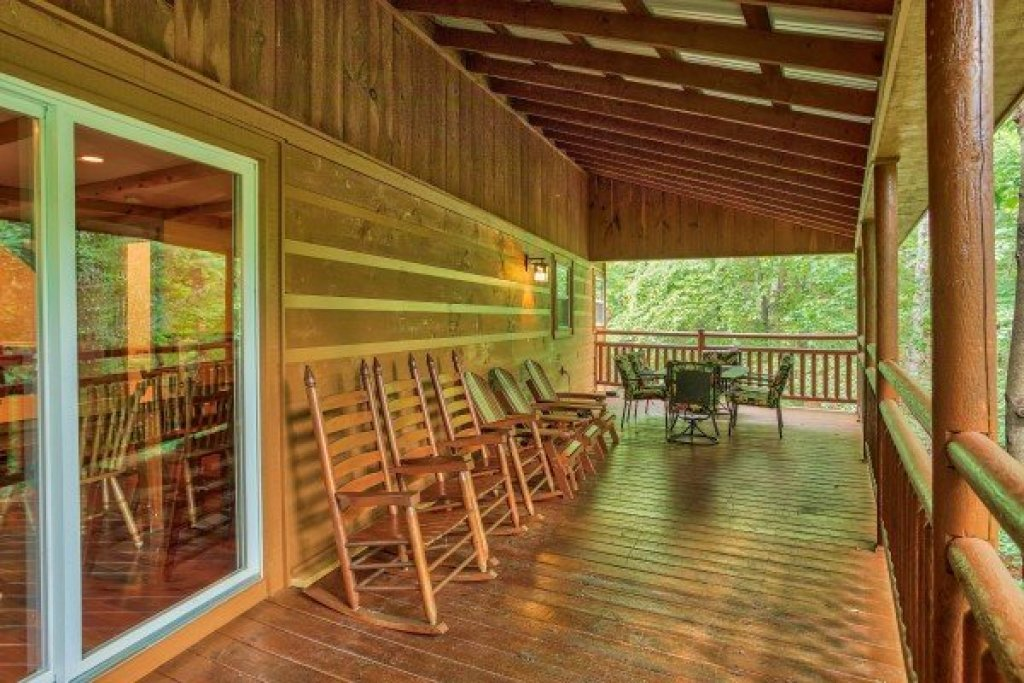 Photo of a Sevierville Cabin named Breezy Mountain Lodge - This is the eighteenth photo in the set.