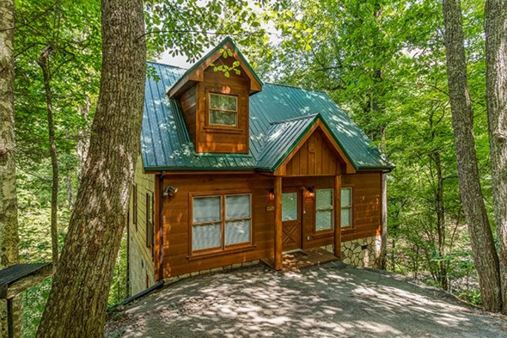Photo of a Gatlinburg Cabin named Fallin' In Love - This is the first photo in the set.