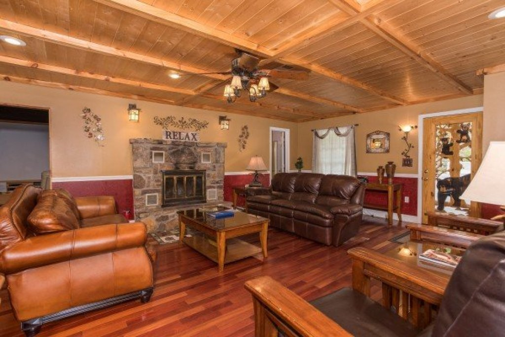 Photo of a Sevierville Cabin named Breezy Mountain Lodge - This is the second photo in the set.