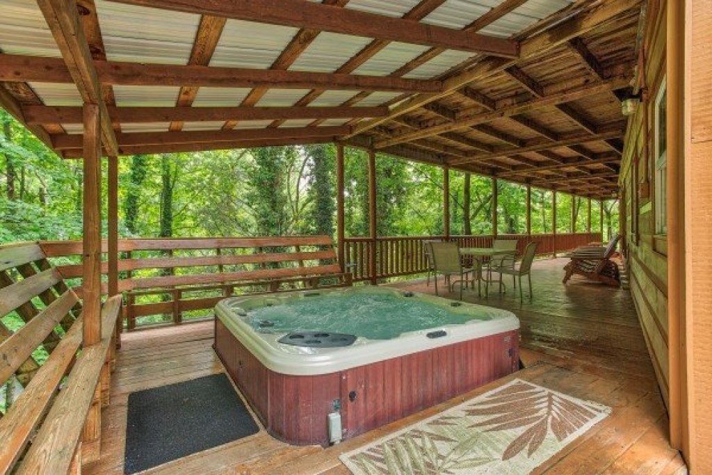 Photo of a Sevierville Cabin named Breezy Mountain Lodge - This is the nineteenth photo in the set.