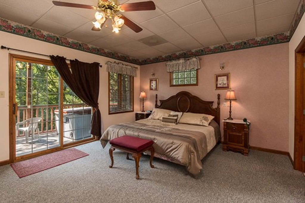 Photo of a Pigeon Forge Cabin named Ain't Misbehaven - This is the eighth photo in the set.