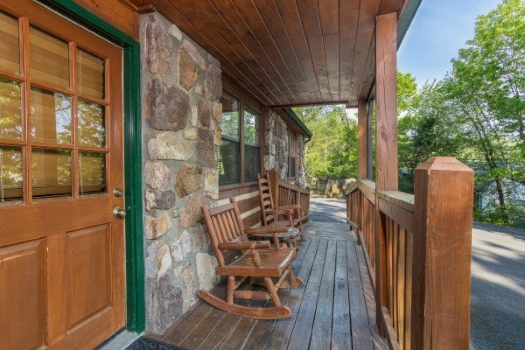 Photo of a Pigeon Forge Cabin named Patriot Pointe - This is the third photo in the set.