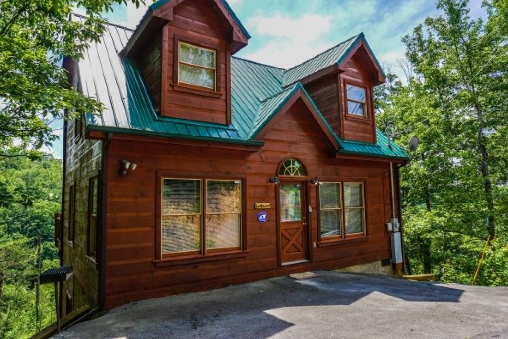 Photo of a Gatlinburg Cabin named Deerly Beloved - This is the third photo in the set.